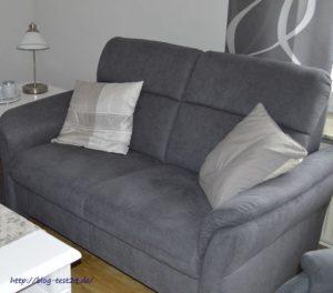 Gemütliches, graues Sofa